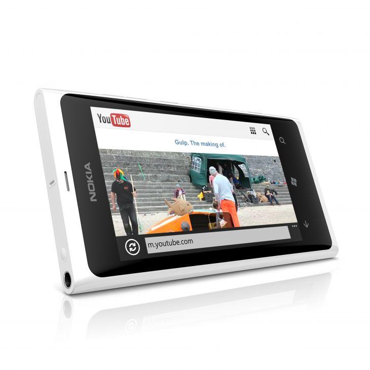 Nokia Lumia 800 disponible en color blanco.
